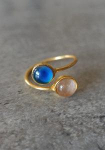 gold handmade mood ring with rose quartz crystal